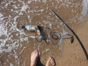 Bohrmaschine am Strand