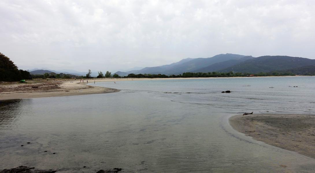 schwarzer Strand